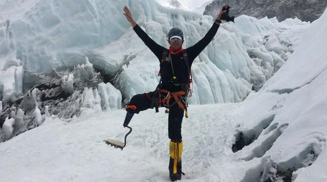 Alpinista discapacitado llega a la cima del Everest