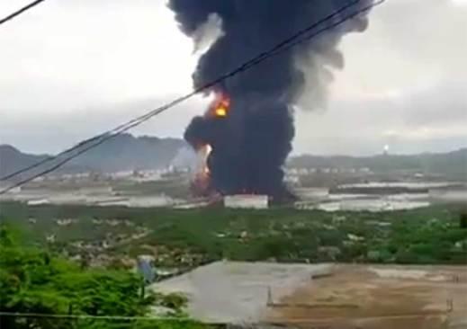 VIDEO: Deja 7 heridos incendio en refinería de Salina Cruz