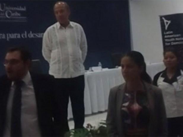 '¡Asesino, asesino!', los gritos a Calderón en Cancún