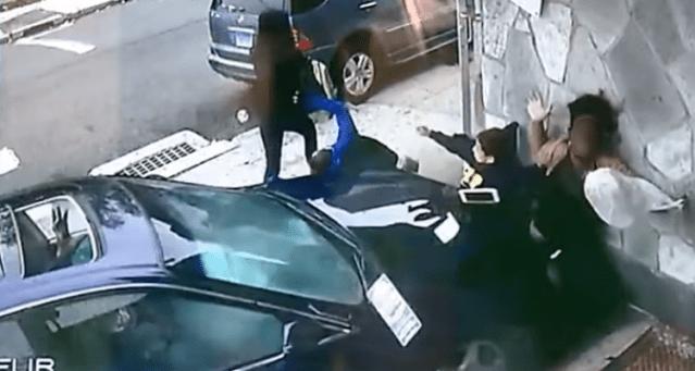 Un auto arrolla a una mujer a un niño en Connecticut (video)