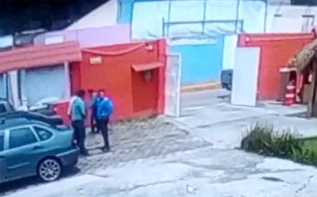 Roban 300 mil pesos a una persona al salir del banco en Metepec