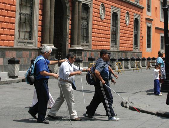 Anuncia DIF centro para personas ciegas en el Estado de México