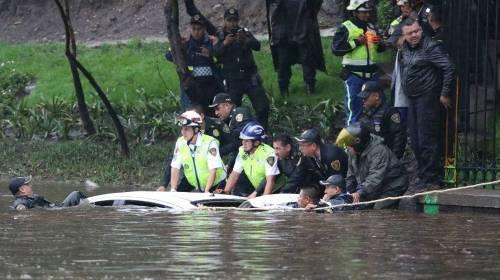 Bajo el agua poniente de la Ciudad deMéxico por fuertes lluvias