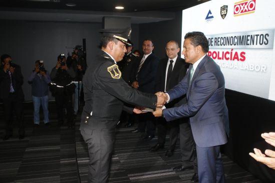 Reconoce iniciativa privada labor de Policías de Toluca, galardonados por su  gran contribución a la seguridad
