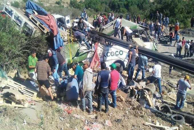 Tras accidente en la México-Zacatepec 2 personas de 8 continúan internadas en nosocomios; dos llegaron sin vida