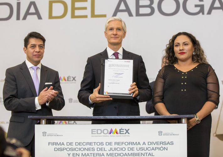 Firma Alfredo del Mazo decretos en materia de seguridad patrimonial y cuidado del medio ambiente