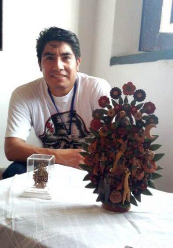 Admiran en cuba obra del maestro artesano Cecilio Sánchez