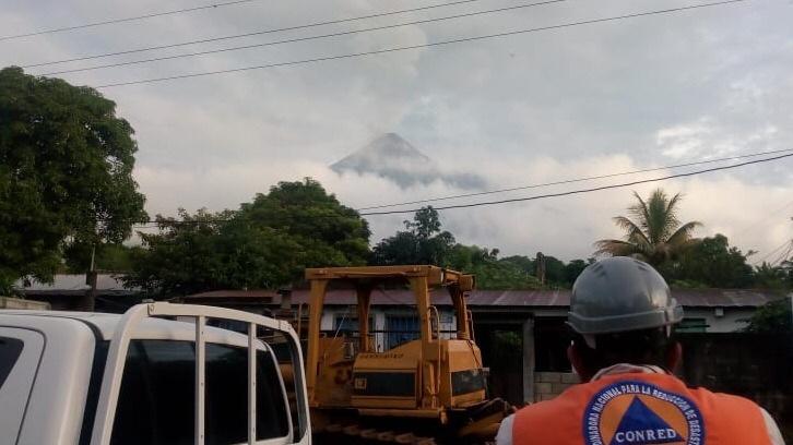 Volcán del Fuego en Guatemala vuelve a lanzar lava y ceniza