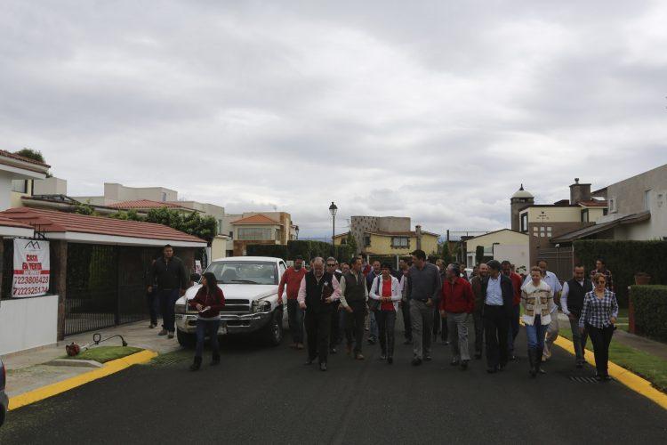 Atienden autoridades de Metepec a vecinos afectados por tiradero