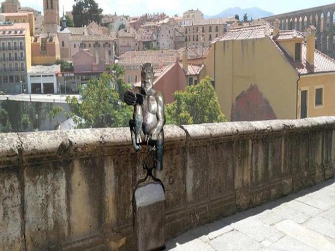 Polémica por estatua de demonio en Segovia