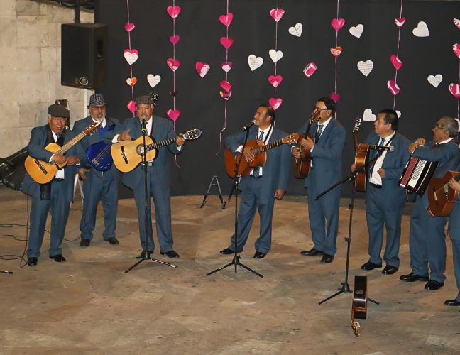Celebran en Toluca el Día del Amor y la Amistad