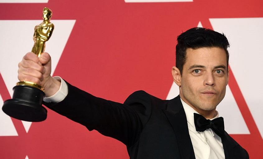 Rami Malek protagoniza una aparatosa caída tras ganar el Óscar al mejor actor