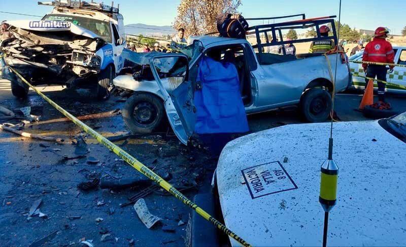Fuerte accidente en la Toluca - Zitácuaro deja un muerto y 5 heridos