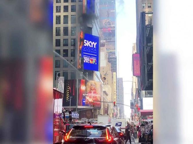 Espectacular digital se incendia en Times Square y se vuelve viral