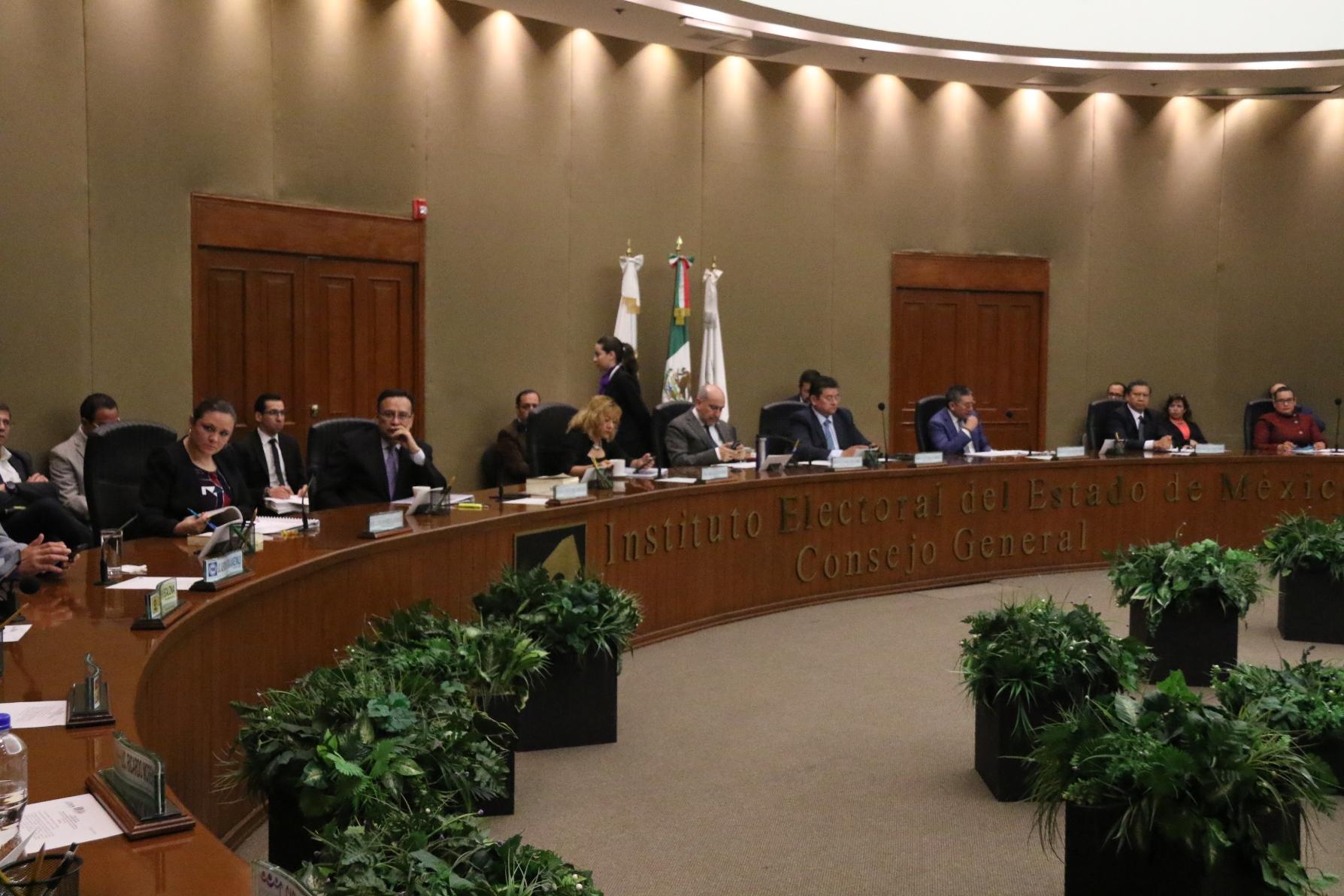 Evalúan a miembros del Servicio Profesional Electoral Nacional del IEEM