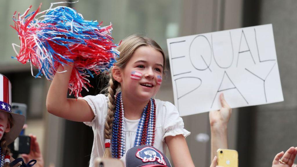 En medio de festejos selección femenina de EU pide igualdad de salarios