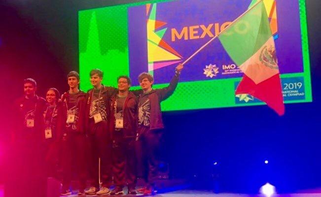 Estudiantes mexicanos apoyados por Guillermo del Toro obtienen medallas en la Olimpiada de Matemáticas