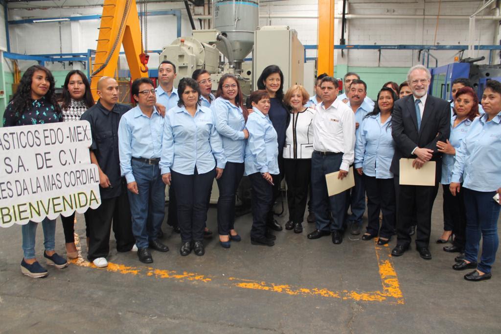 Visita Martha Hilda González, la empresa Plásticos Edo-Méx