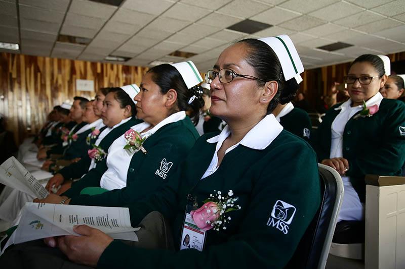 Pasantes de enfermería reciben capacitación integral en el IMSS