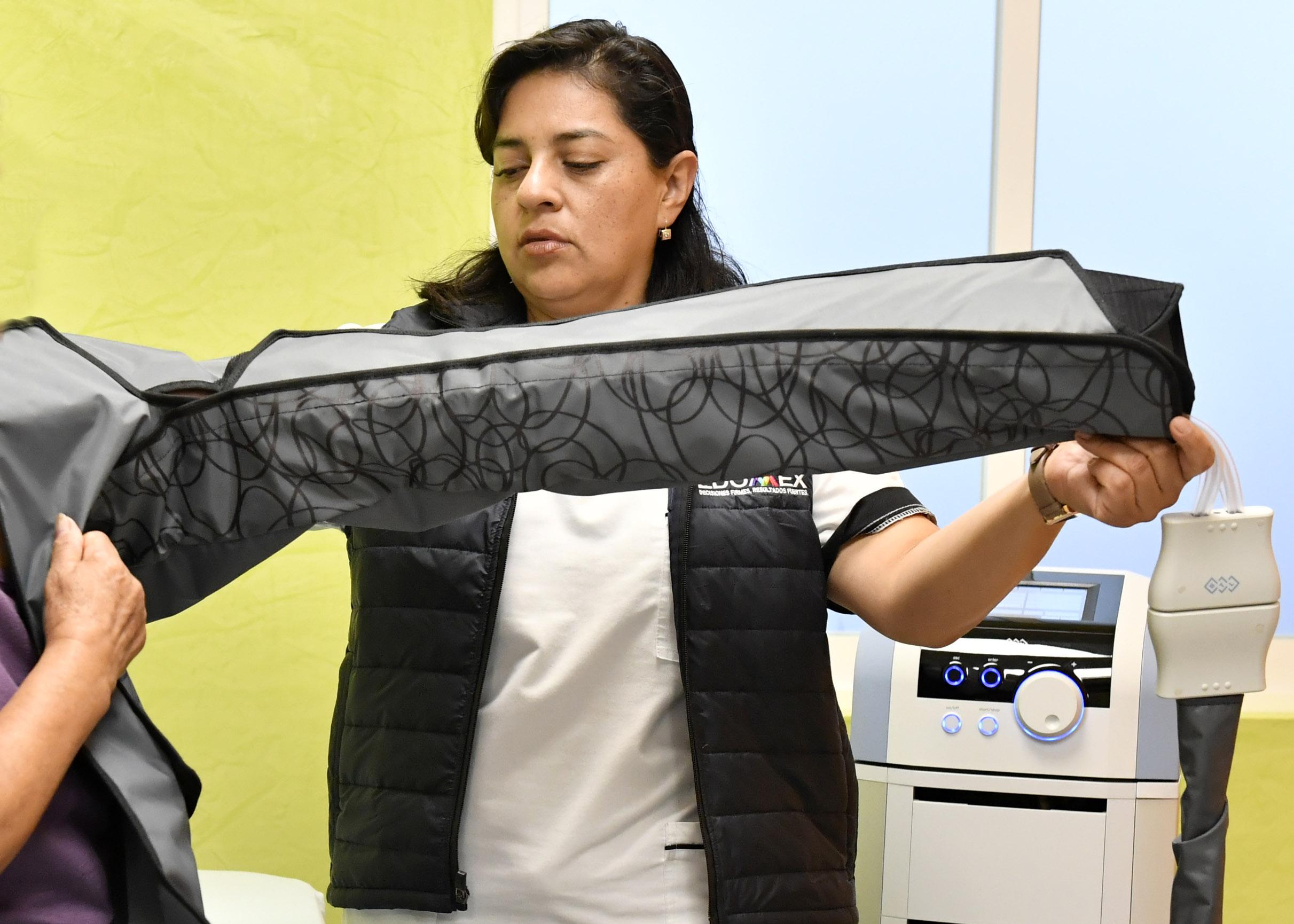 Ofrece DIFEM presoterapia a pacientes con secuelas de cáncer de mama