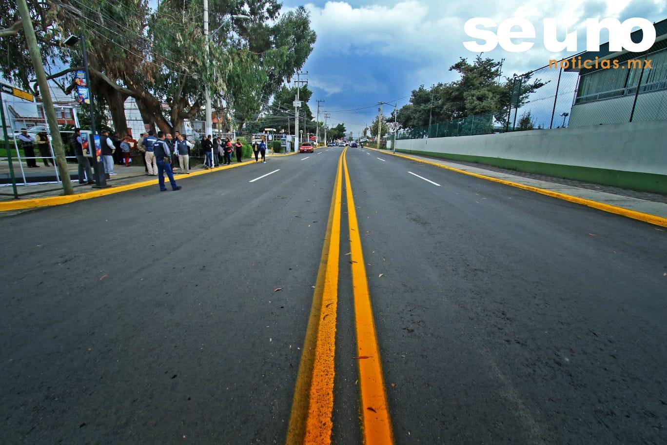 Edil de Toluca entrega calles rehabilitadas