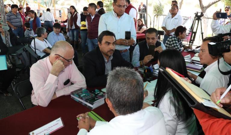 En audiencia pública la alcaldesa de Metepec Gaby Gamboa Sánchez, recibió a vecinos de distintas localidades
