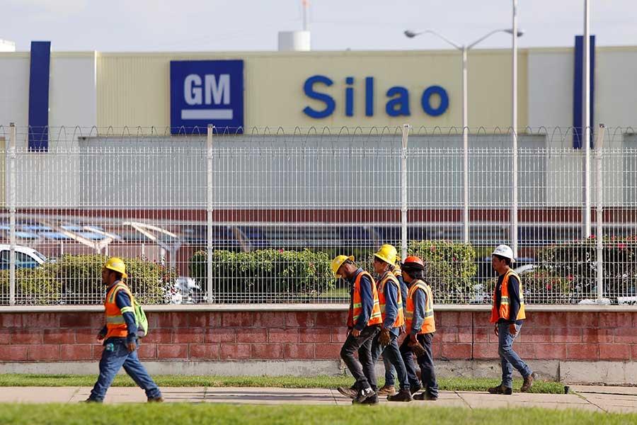 Suspende GM más operaciones en México por huelga en EU