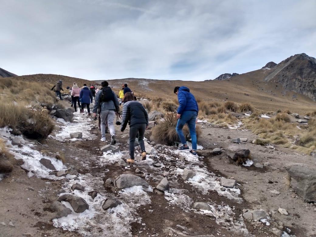 Caída de aguanieve atrae visitantes al Nevado de Toluca