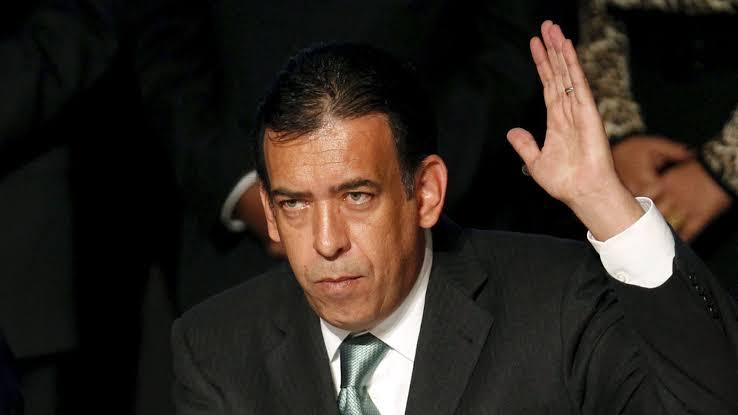 Juez determina embargar a Sergio Aguayo tras demanda de Moreira