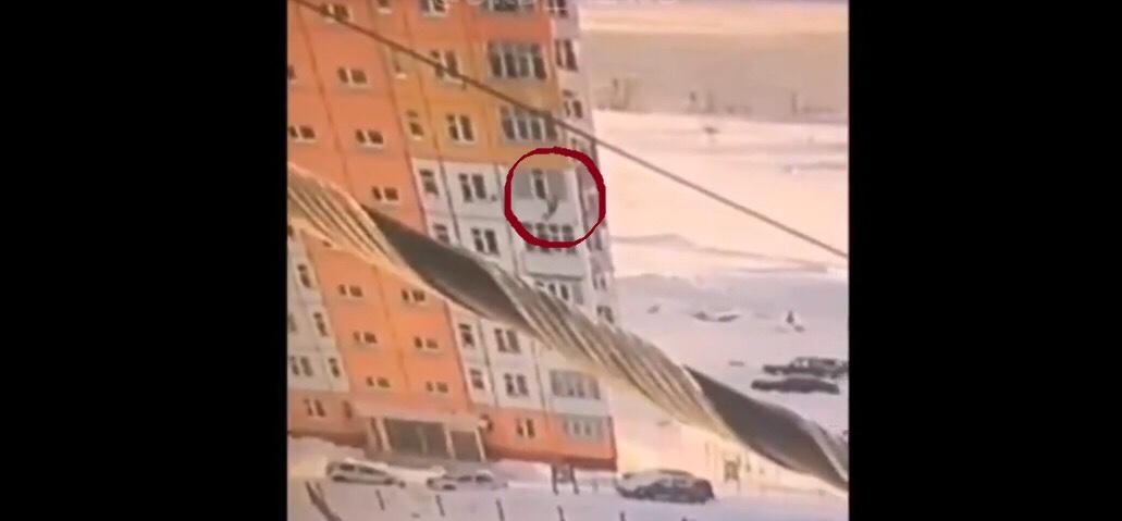 #Video Mujer que cae de noveno piso, se para y se va caminado