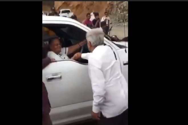 #Video AMLO saluda a la mamá del Chapo