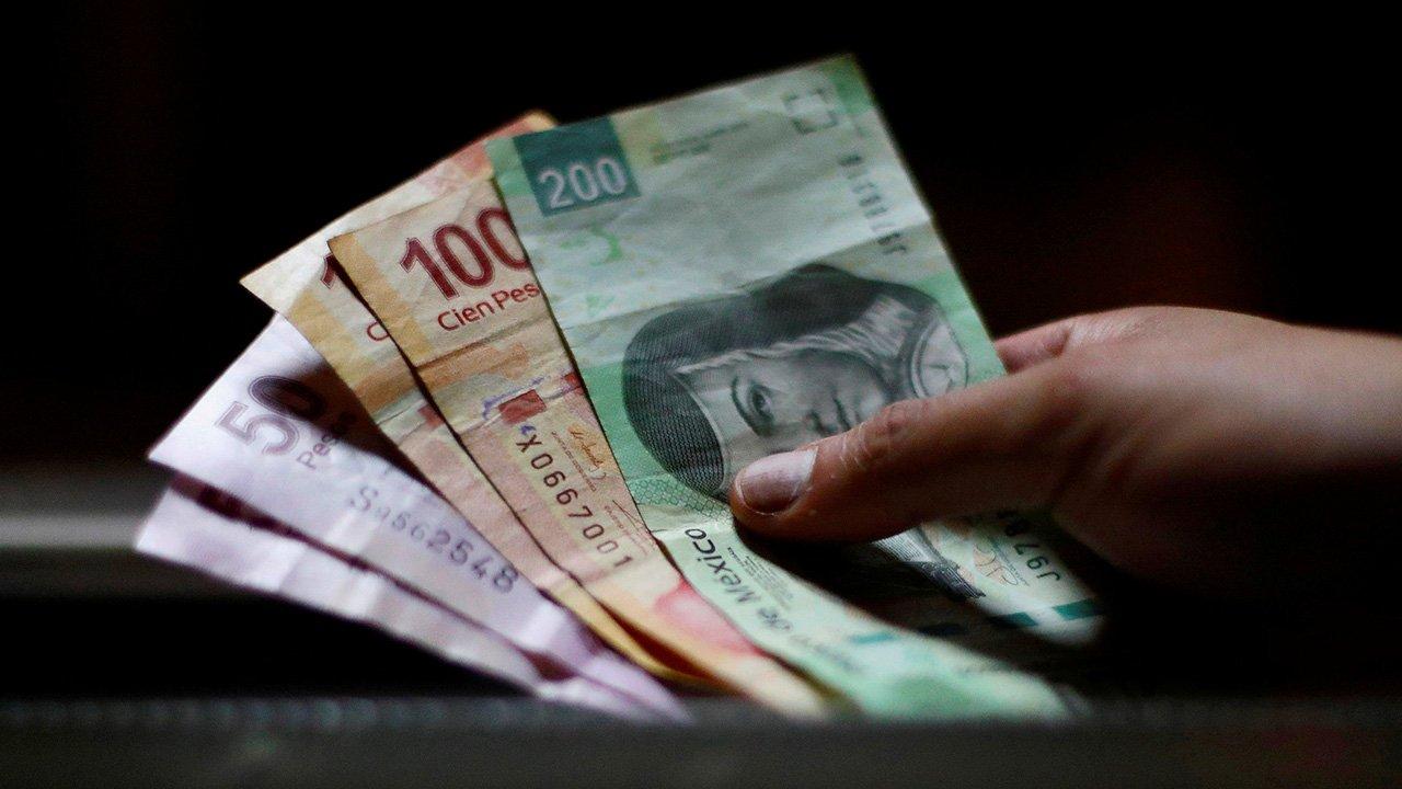 Sigue apreciación del peso frente al dólar
