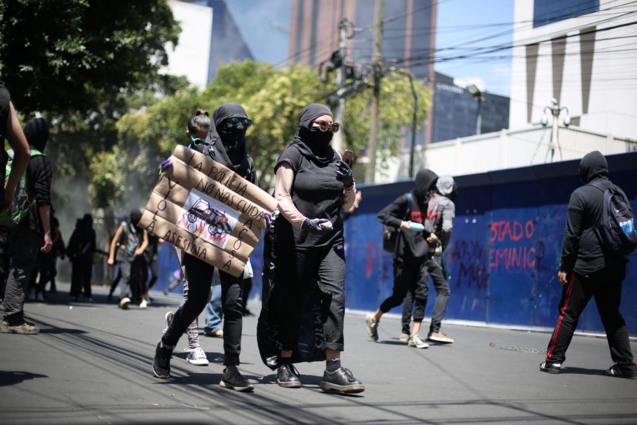 Encapuchados protestan y generan disturbios en CDMX
