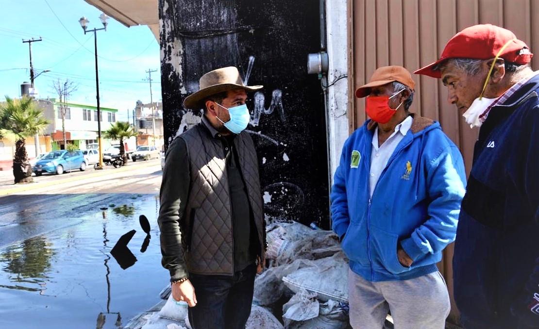 30 casas y 75 negocios inundados por las fuertes luvias en San Mateo Atenco