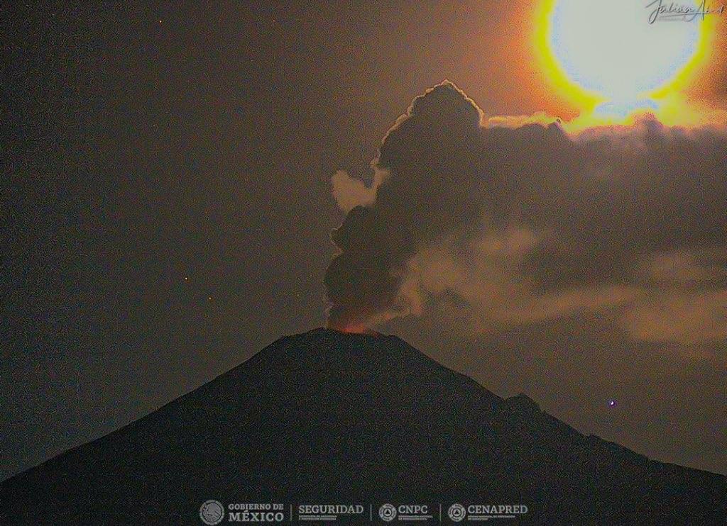 Tras explosión del Popocatépetl lanzan alerta por caída de ceniza