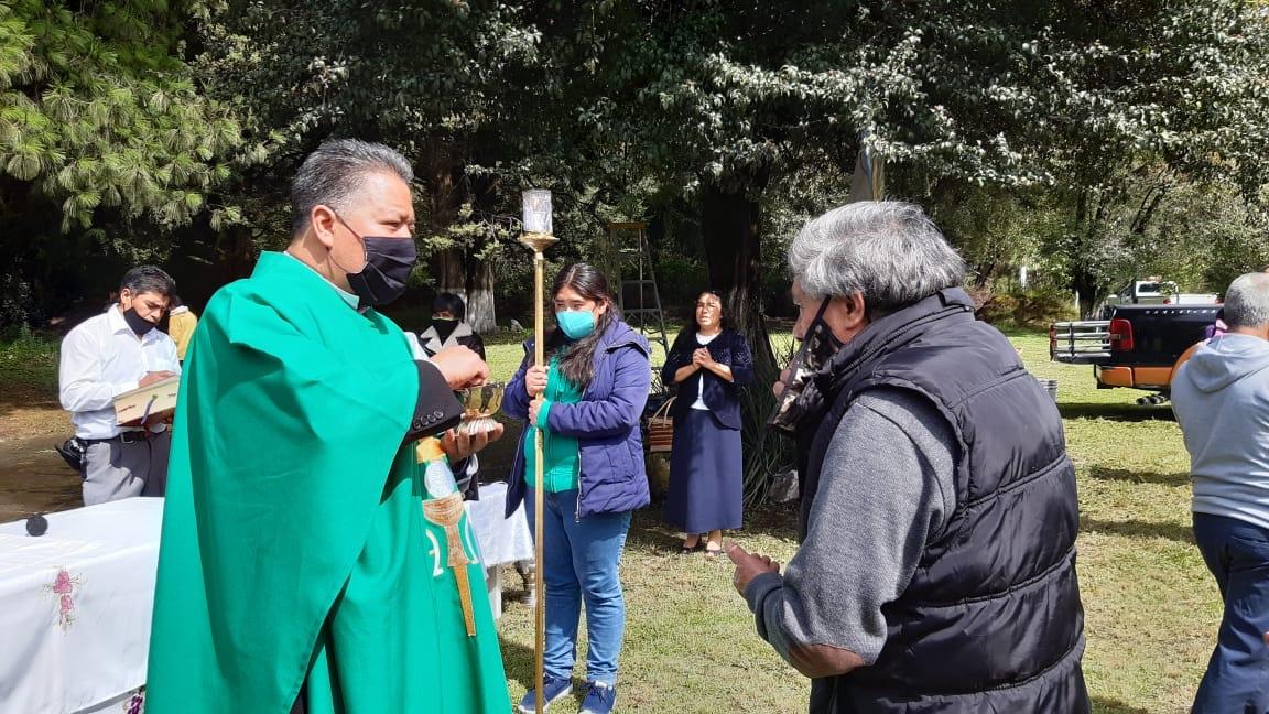 Realizan misa en memoria de las víctimas mortales de la MéxicoToluca
