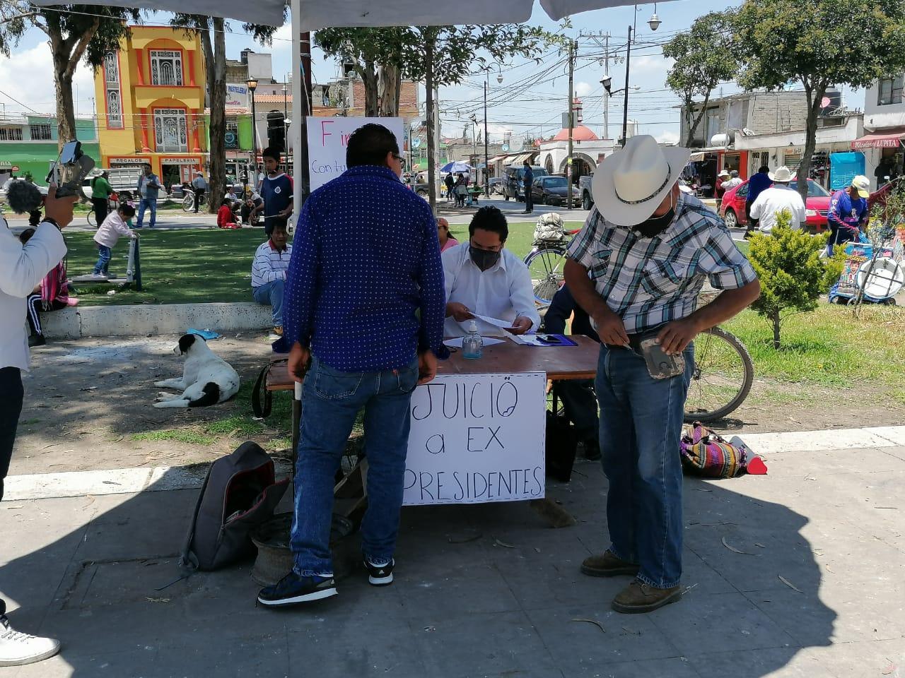 Comienza en Toluca colecta de firmas para enjuiciar a ex presidentes