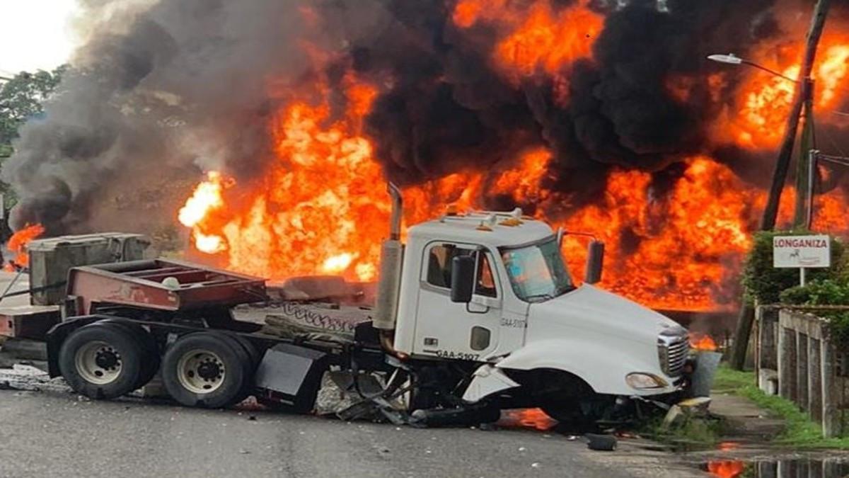 Cuatro muertos tras explosión de pipa en Paraíso, Tabasco