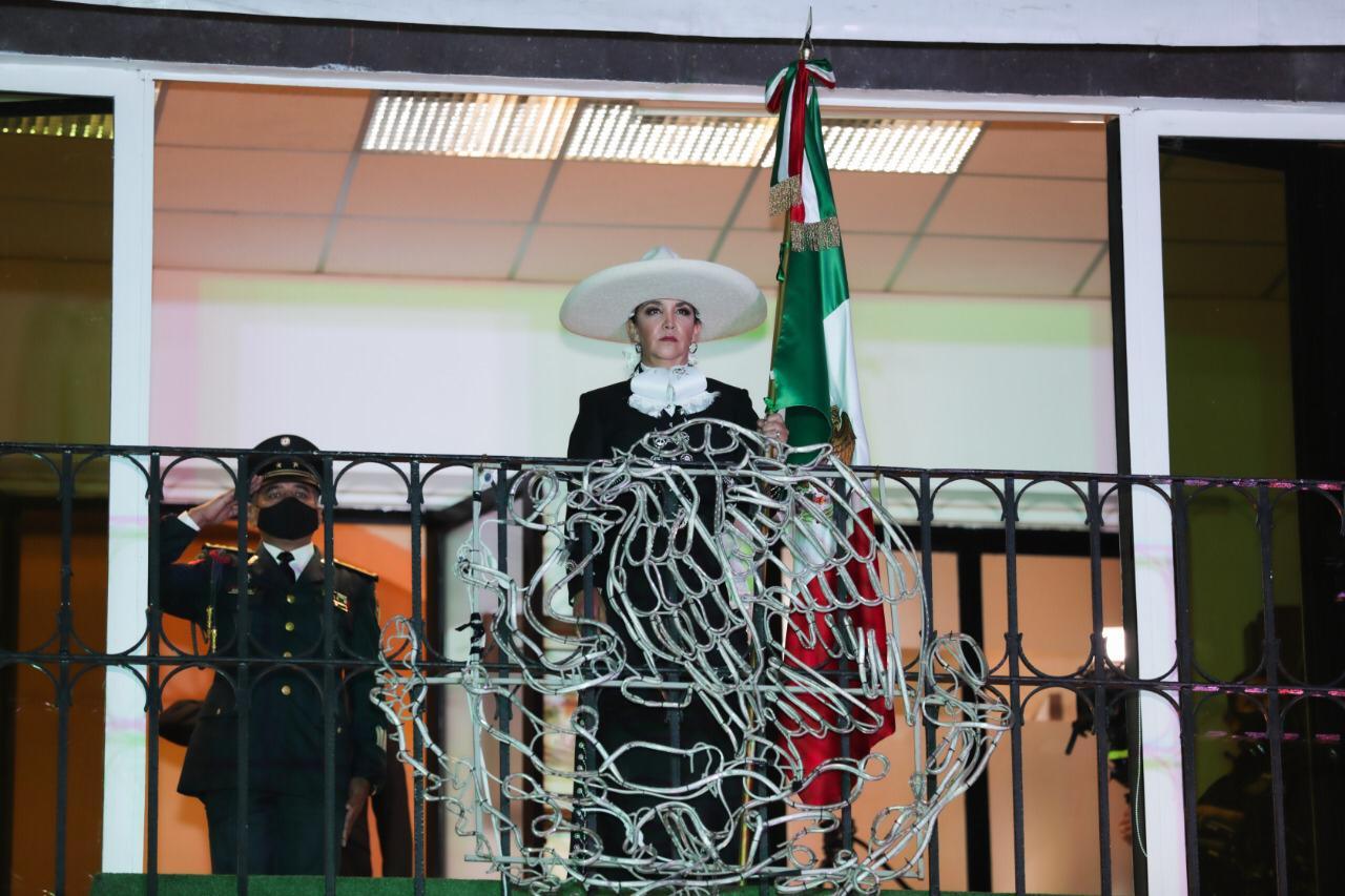 En Metepec preside Gaby Gamboa ceremonias del grito e inicio de la independencia de México