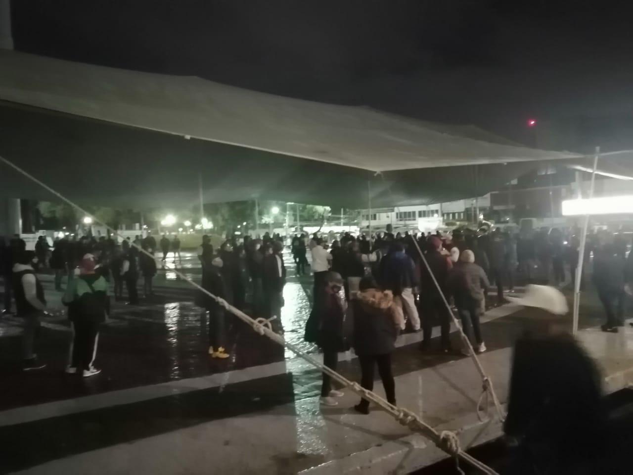 Líderes del Suteym llevan banda musical a plantón y ponen en riesgo salud de trabajadores de Ecatepec