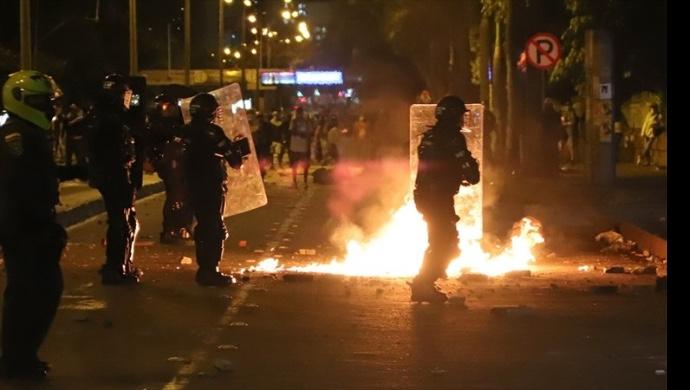 Diez muertos y más de 200 civiles heridos durante las protestas en Colombia