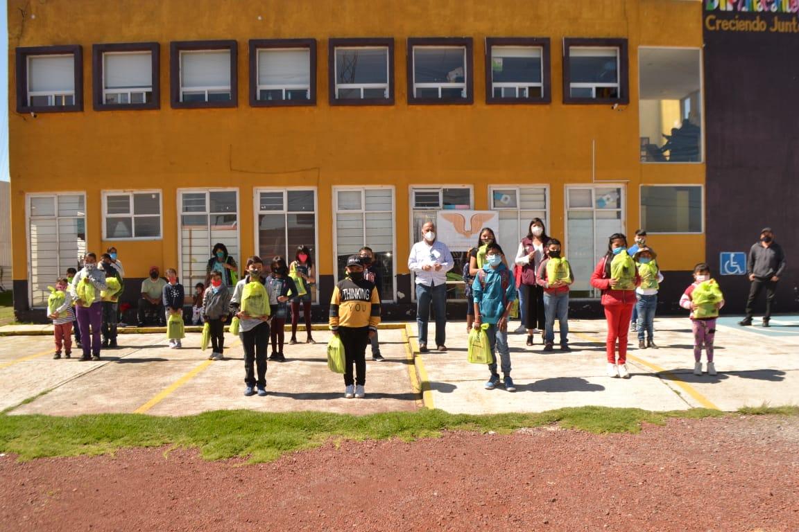 DIF Zinacantepec entrega 200 útiles escolares