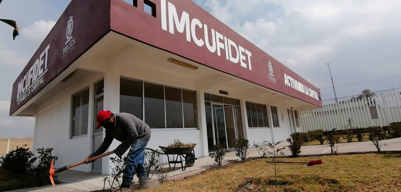 Con trabajos de mantenimiento, dignifica IMCUFIDET espacios deportivos