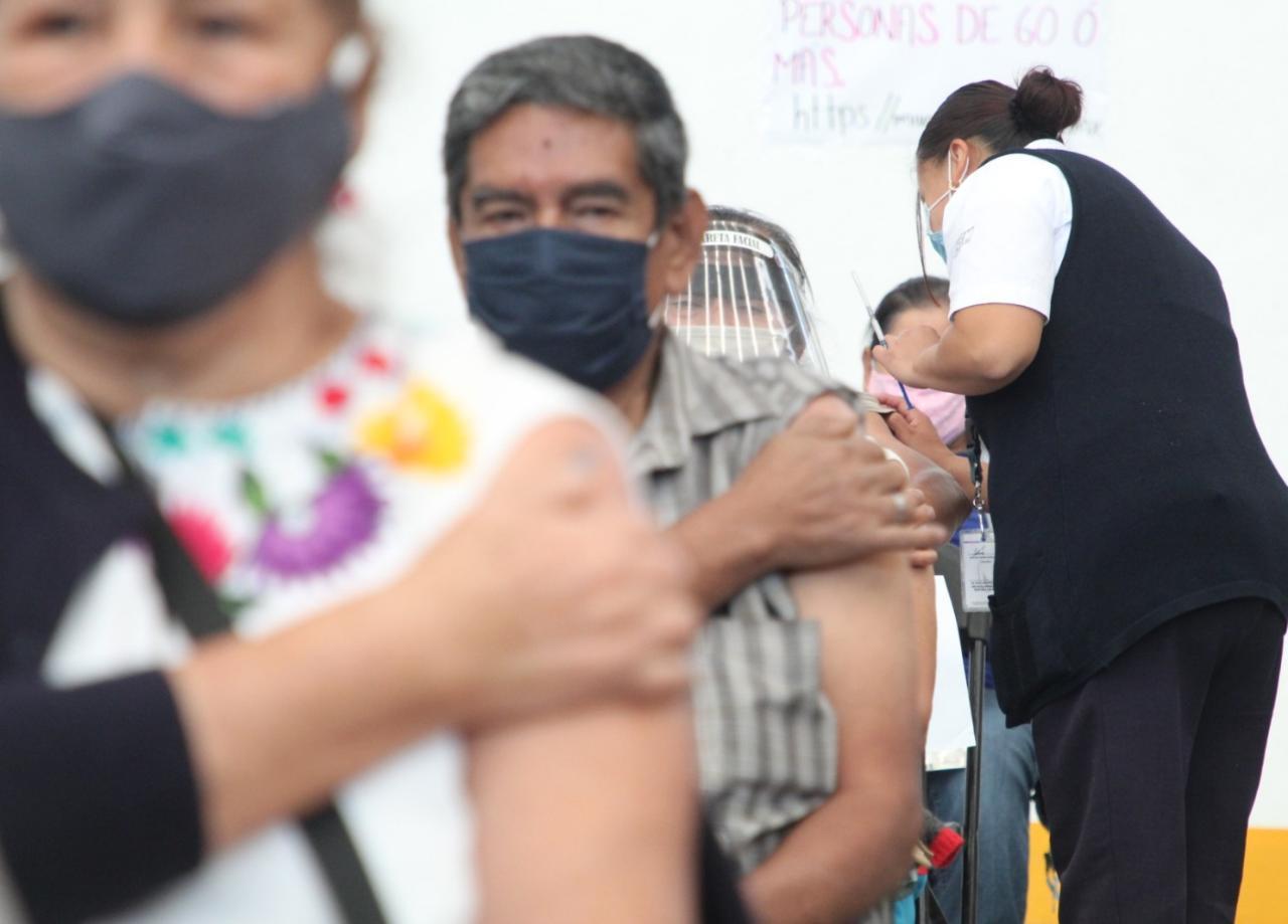 Abren 5 centros de vacunación en Ecatepec; suman más de 10 mil abuelitos inmunizados