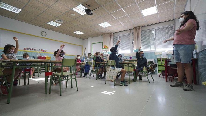 Maestra da positivo a COVID-19 tras regreso a clases presenciales en Campeche