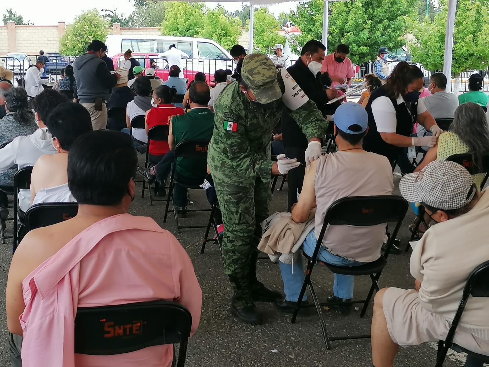 Comienza vacunación de 50 a 59 años en Zinacantepec; hay módulo para adultos mayores rezagados y mujeres embarazadas