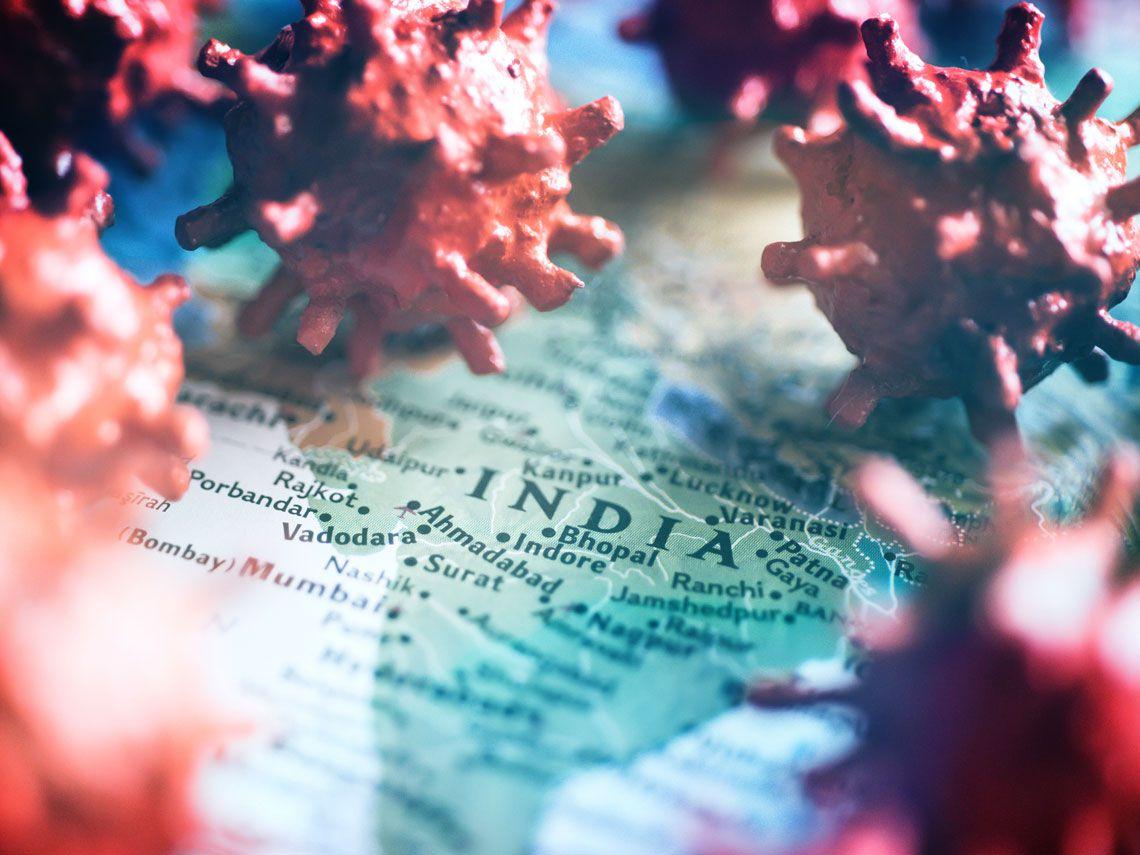 India supera la barrera de las 4.000 muertes diarias