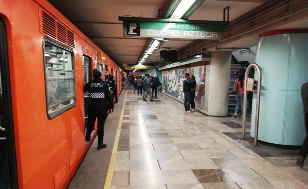 Una joven se avienta a las vías de la línea B del metro; muere tras el impacto