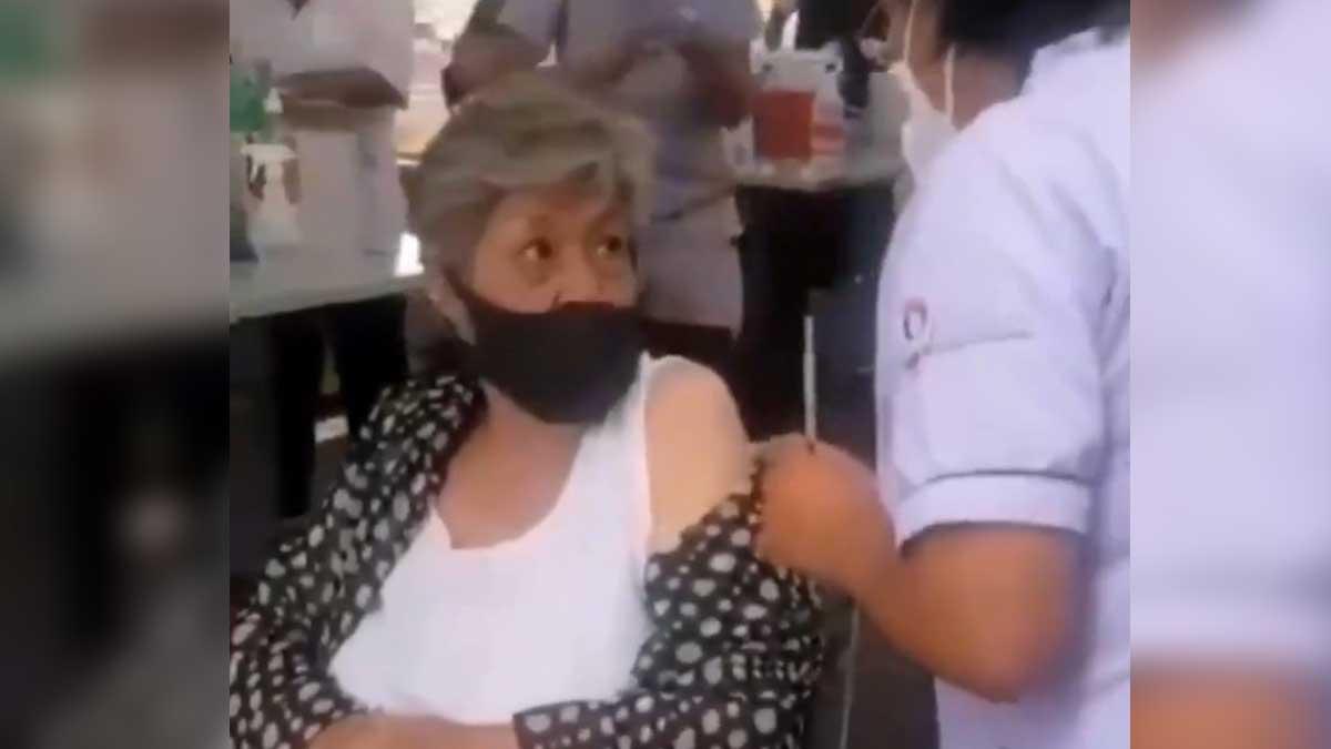 ¡Suspendida! Enfermera simula aplicación de vacuna en Puebla y recibe su castigo