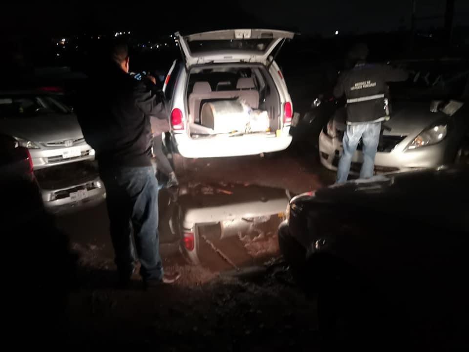 Halla restos humanos en camioneta robada en Valle de Toluca